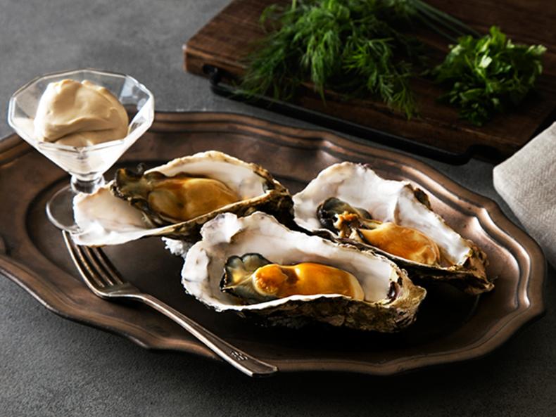 牡蠣に国産バルサミコ酢のソース